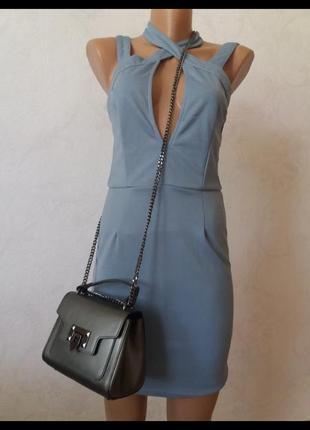 Платье по фигуре с шикарным декольте missguided