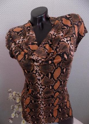 Очаровательная блуза, 100 % вискоза, актуальный принт этим летом