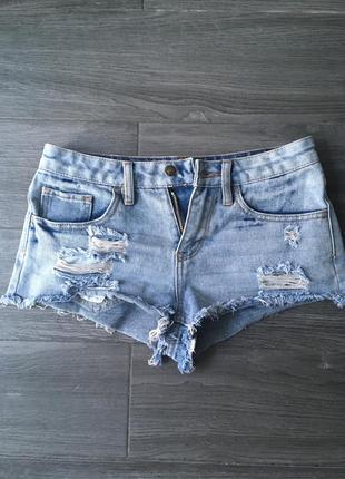 Короткие джинсовые шорты 1+1=3