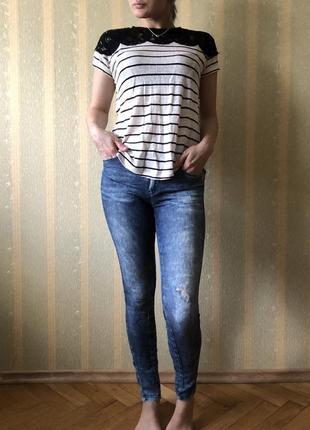 Легкие джинсы zara