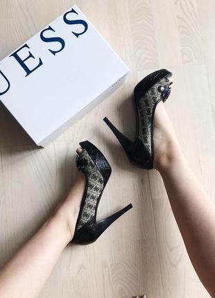 Туфли на высоком каблуке с открытым пальчиком guess