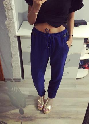 Стильные синие брюки mango с кожаными вставками, штаны, штаники, чиносы, брючки
