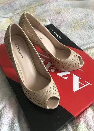 Новые туфли на каблуке 36 размер (23см)