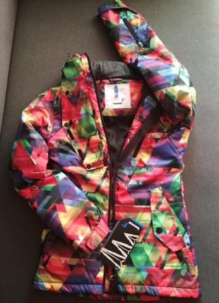 Яркая куртка для девушек и женщин. демисезонная куртка. на теплую зиму.