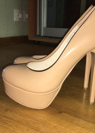 Лакові туфлі на шпильках b681cdbb121f3