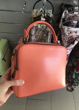 Морковно-персиковая кожаная сумка