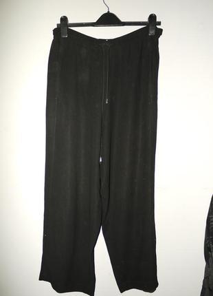 Rene lezard  . брюки из тонкой шерсти . черные на талию . ровный крой . на завязках