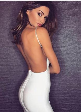 Сексуальное бандажное белое платье мини футляр на цепочках с вырезом на спине herve leger