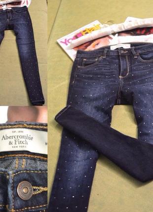 🍇 идеальные темно синие скинни со стразами от abercrombie  джинс плотный , не тянется!!