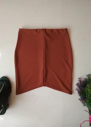 Мини юбка по фигуре с асимметричным низом missguided