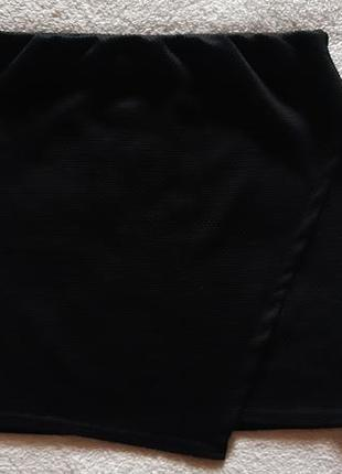 Черная фактурная  мини юбка