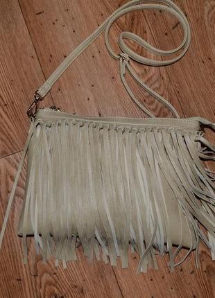 Стильная сумка с бахромой.