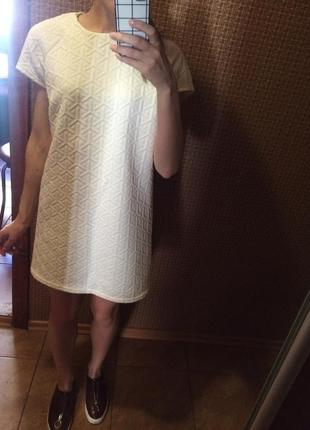 Нарядное рифлённое платье atmosphere