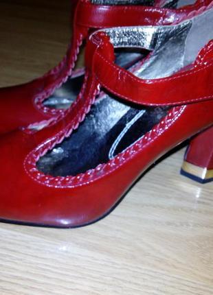 Новые туфли кожа лак.37 р/24 см.