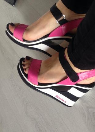 Спортивные сандали на танкетке Skechers d79ac1b704e96