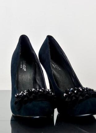 Туфли на каблуке с отделкой бусинами и оборкой из искусственной замши 37 р (23,5 см)
