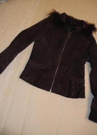 Кожаная курточка утепленная с капишлном и натуральной опушкой