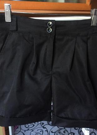 Классические шорты чёрного цвета