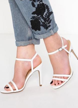 Красивые босоножки на каблуке new look