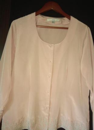 Блузка з вишивкою