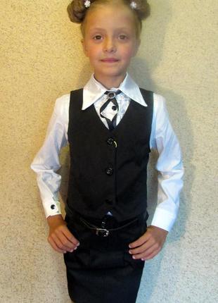 Стильная новая школьная форма жилет с юбочкой цвет черный 122-1402 фото