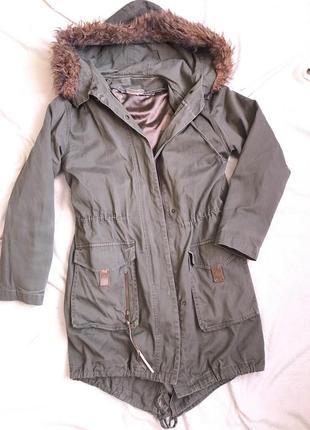 Модная парка куртка пуховик цвета хаки