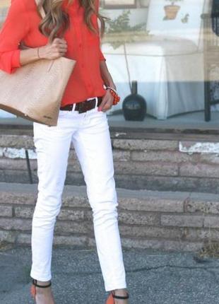 Трендовые белые  джинсы,  28р.