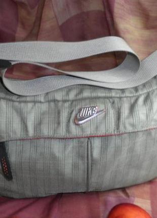 Удобная моднаяи ноская фирменная сумка nike на каждый день