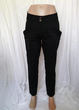 Женские узкие брюки 38 р со стразовой декорацией