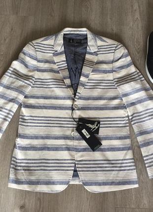 Бежевый мужской пиджак howe