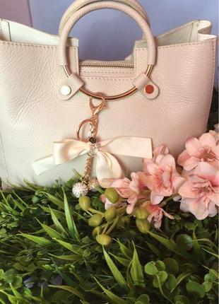 Красивая и удобная сумочка с круглыми ручками(натур. кожа)