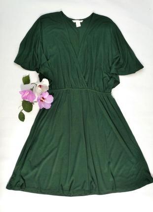 Глибоко зеленого кольору сукня