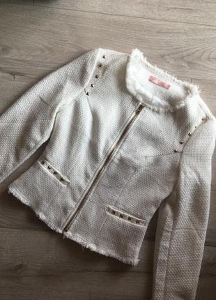 Крутий білий жакет піджак в стилі шанель