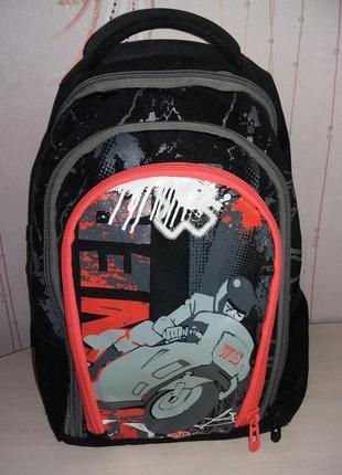 Рюкзак для мальчика с ортопедической спинкой