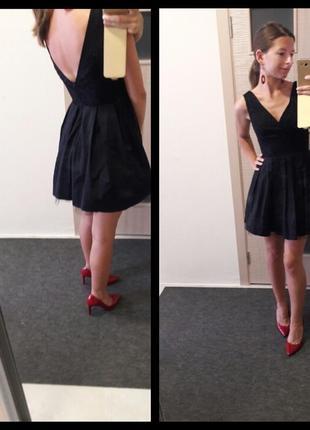Очень красивое платье с открытой спиной насыщенного черного цвета