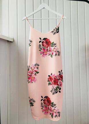 Красивое платье в цветы по фигуре на бретельках new look