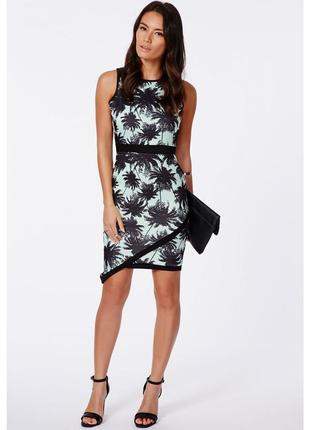 Cтильное облегающее платье в пальмах красивого кроя от бренда missguided.