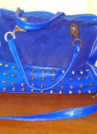 Синяя сумка с шипами
