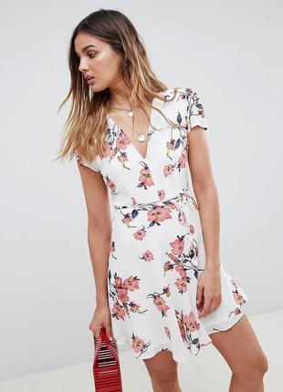Платье мини с запахом и поясом glamorous