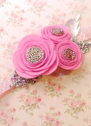 Нарядная повязка для девочки с цветами из фетра