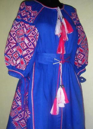 Вышитое детское платье из льна.
