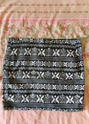 Короткая чёрно-белая юббка мини