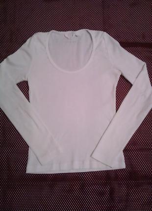Базовая белая футболка с длинным рукавом2