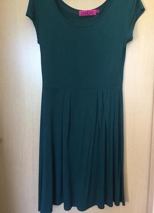 Базовое изумрудное трикотажное платье