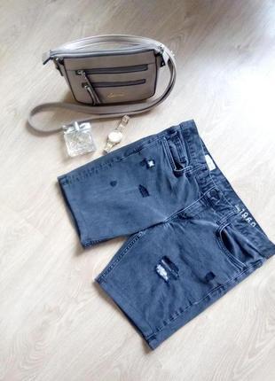 Трендовые серые рваные джинсовые шорты с кружевом