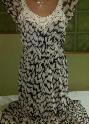 Нежное платье-миди с воланом от george