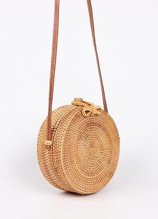 bd4ed1a5cf93 ... Круглая плетеная сумочка из ротанга  соломенная сумка  сумка из соломы   бали тренд 2018 ...