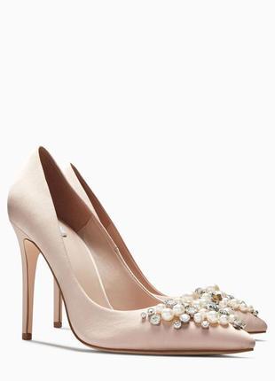 Свадебные атласные туфли с камнями next