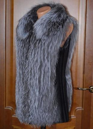 Меховая жилетка из чернобурки с воротником