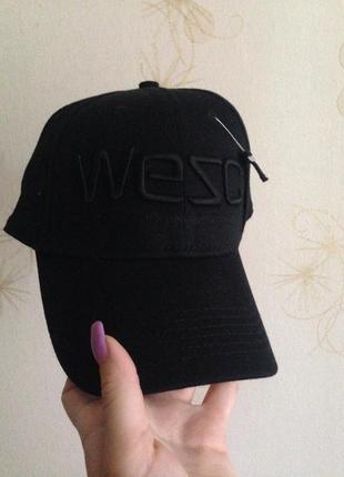 Новая чёрная кепка унисекс wesc